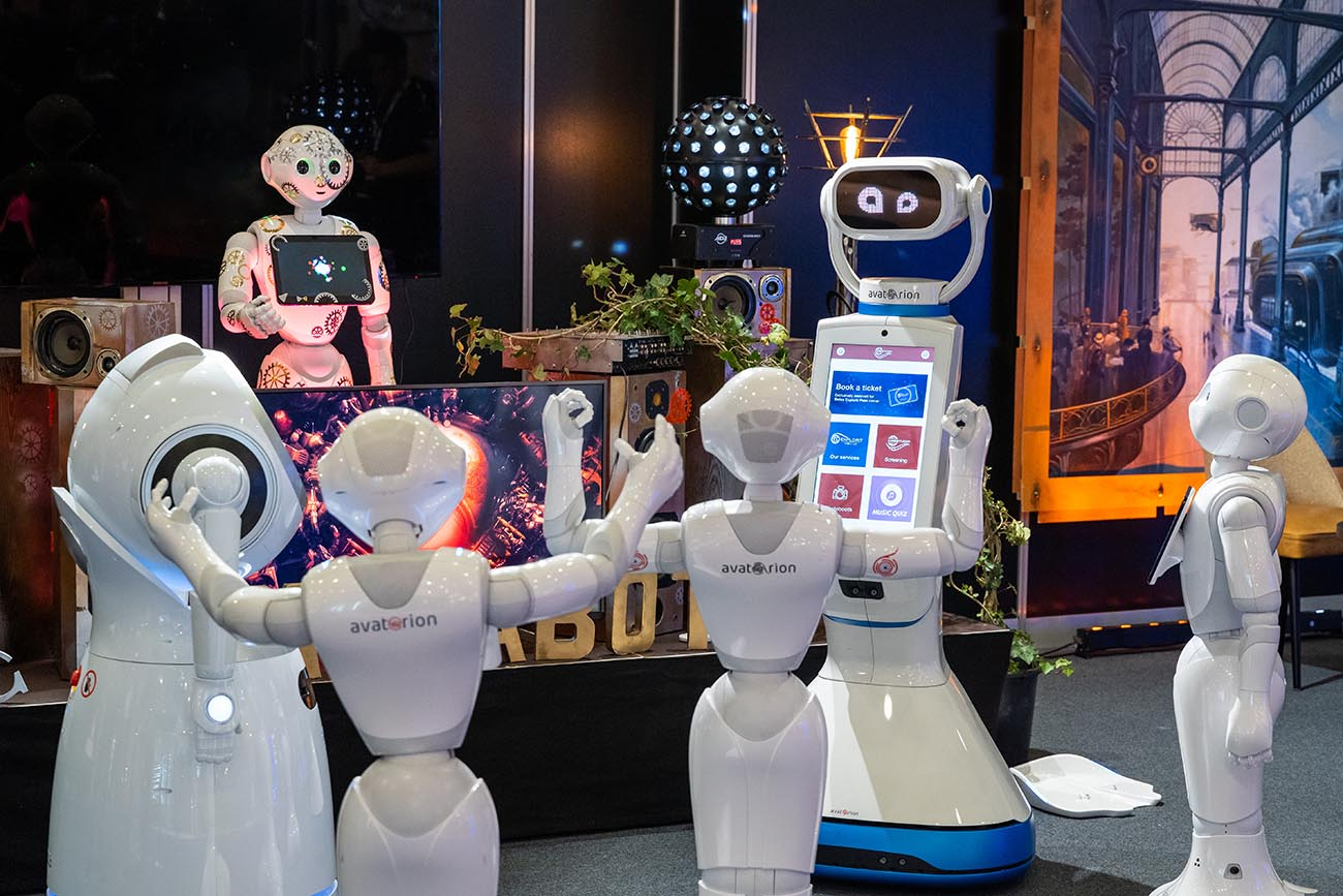 dancing robots_web